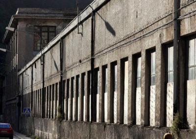 Vista lateral de la fábrica