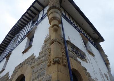 Detalle arquitectónico de la esquina