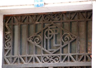 Detalle decorativo en el acceso