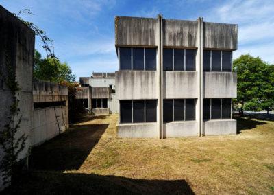 Vista lateral de las oficinas