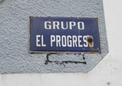 Placa del nombre del grupo de viviendas