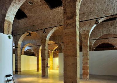 Sucesión de arcos en el interior del depósito
