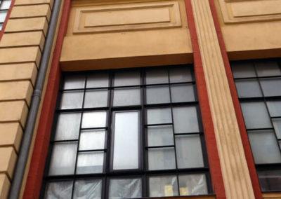 Ventanales y decoración de azulejos